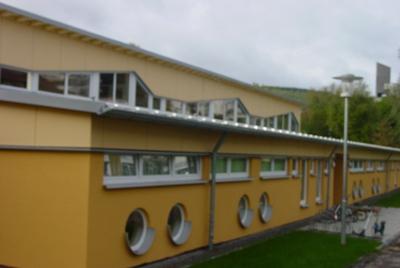 Kinderhaus außen Fußweg